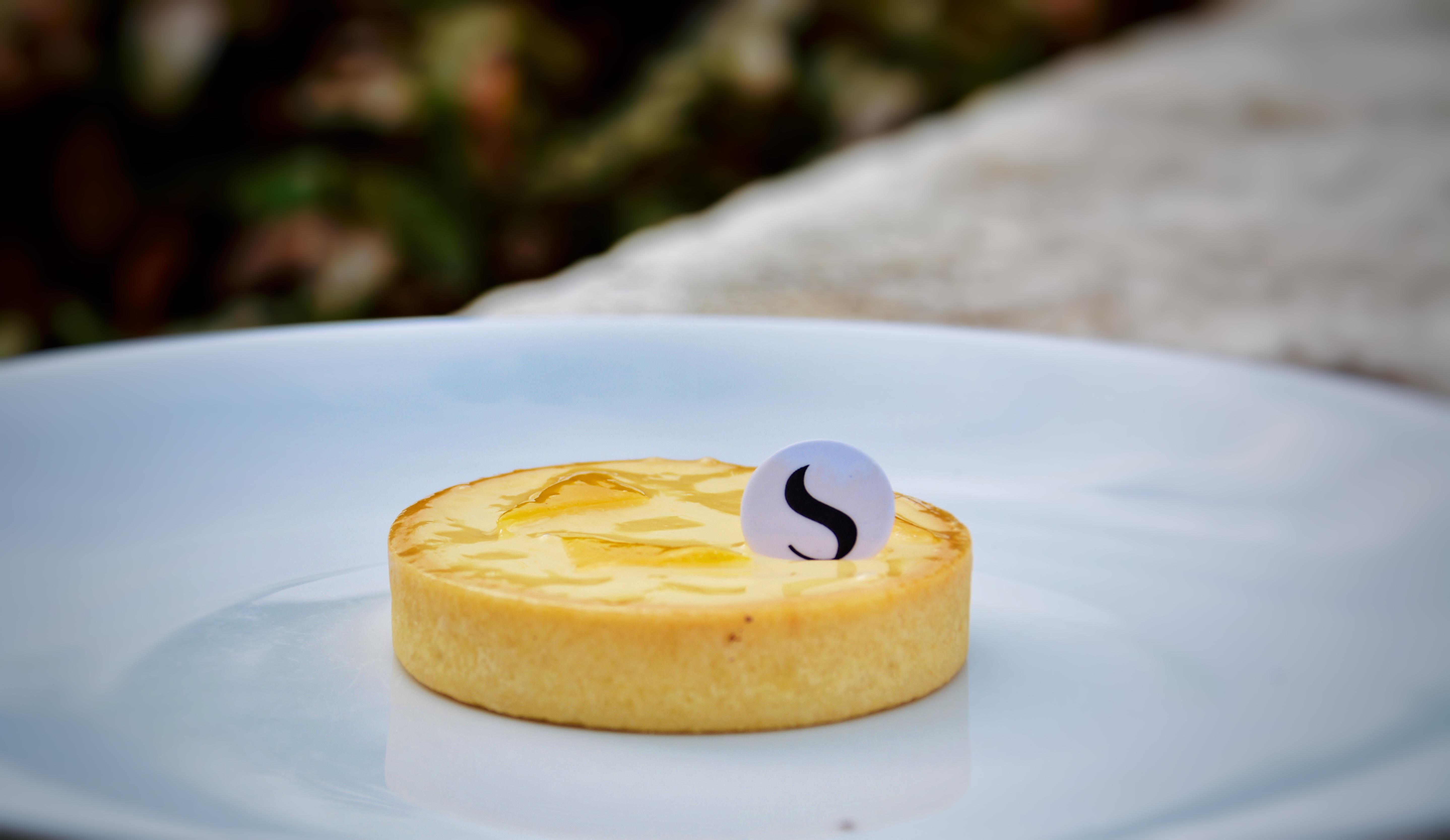 Une bonne tarte au citron, somme toute très classique. Bien acidulée  cependant. Peut plaire à tout le monde sans prendre trop de risques.